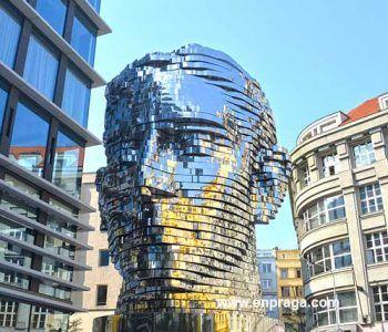 Franz Kafka vida turbada por sus anhelos y sus miedos
