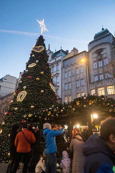 Árbol Navidad Ciudad Nueva en la Plaza de Wenceslao, Praga